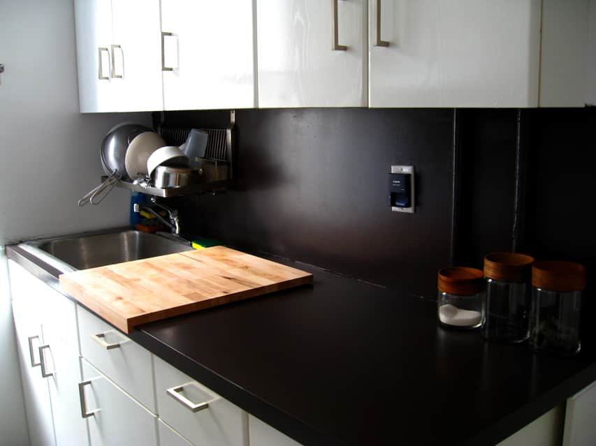 kitchen project cheri shows us how to paint ugly laminate. Black Bedroom Furniture Sets. Home Design Ideas
