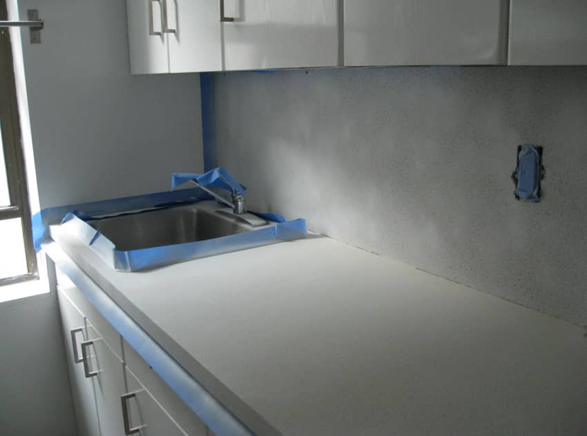 Kitchen Project: Cheri Shows Us How To Paint Ugly Laminate Kitchen Countertops: gallery image 3