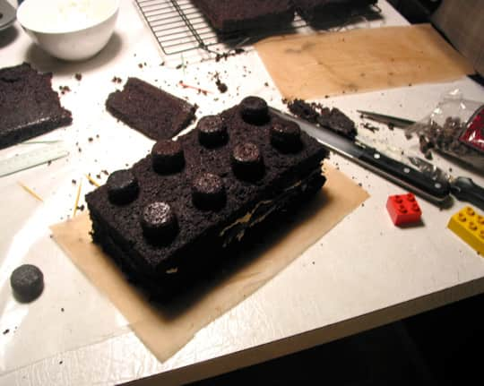 How To Make an Anatomically Correct Lego Cake: gallery image 7