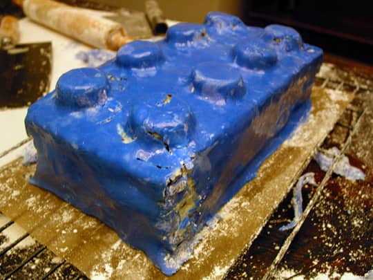 How To Make an Anatomically Correct Lego Cake: gallery image 9