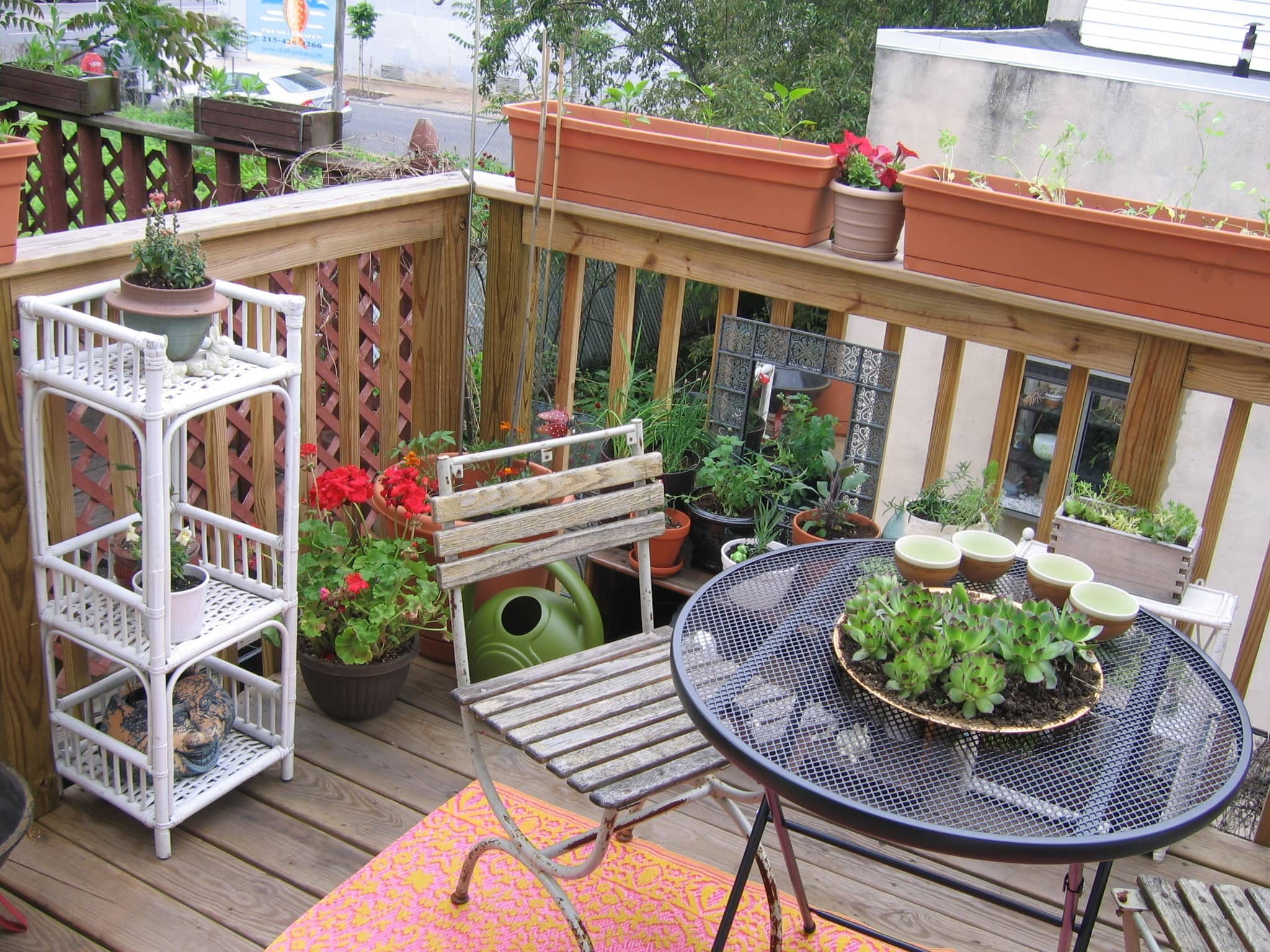 My Great Outdoors: Casi's Lush Garden and Dinner Deck: gallery image 2