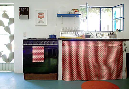 Rental Kitchen Makeover: Leea's Lovely Little Budget: gallery image 4