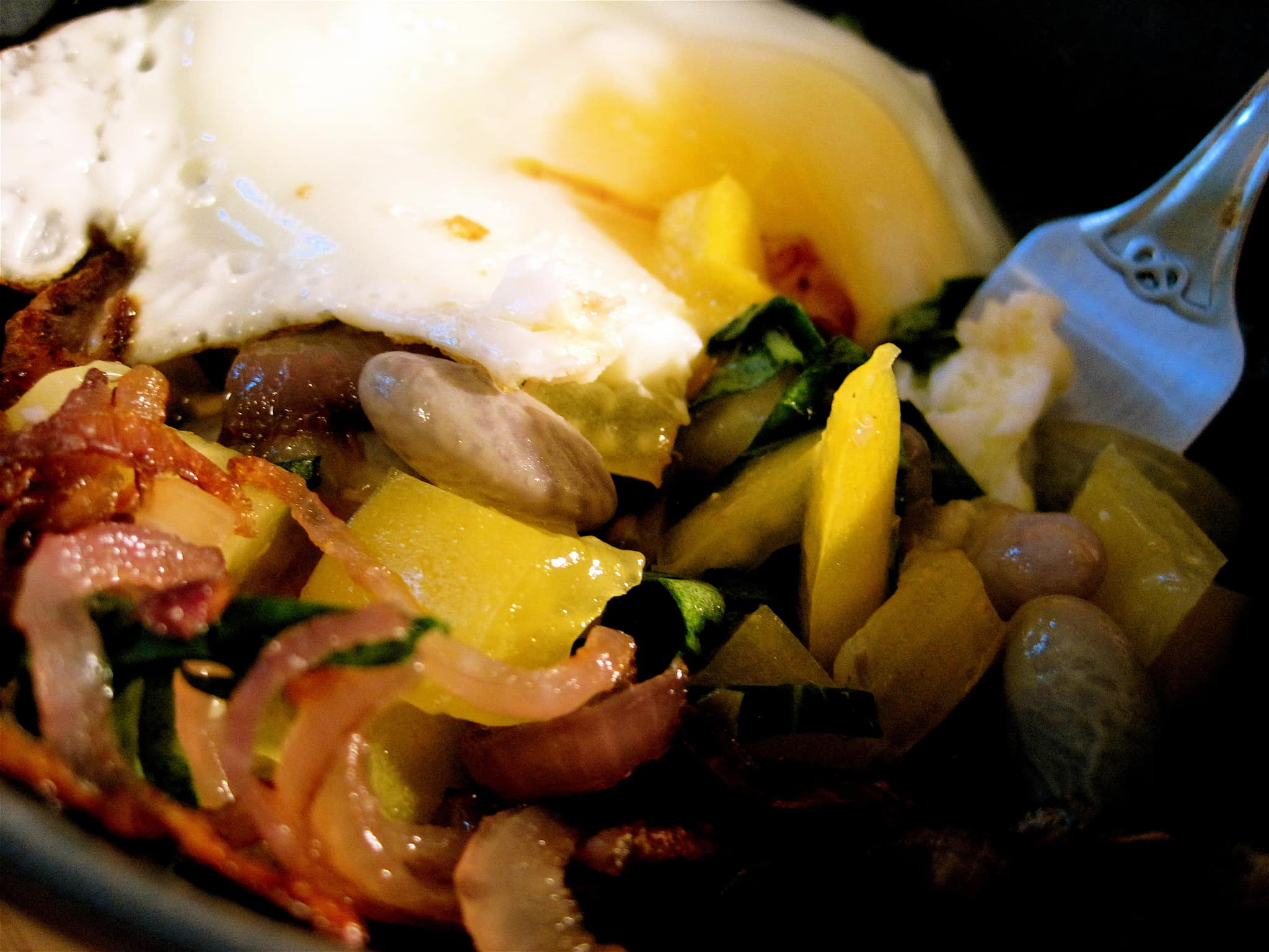 Jill's Cranberry Beans with Onions, Tomatoes and Fried Egg Quick Weeknight Meals Recipe Contest 2009: gallery image 1