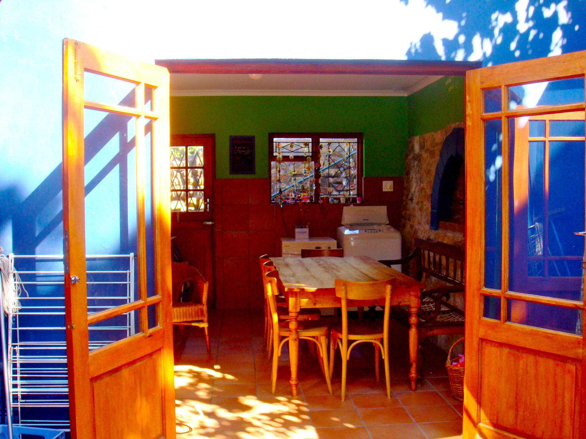 Blue, Green, and Sunny: A South African Family Kitchen: gallery image 5