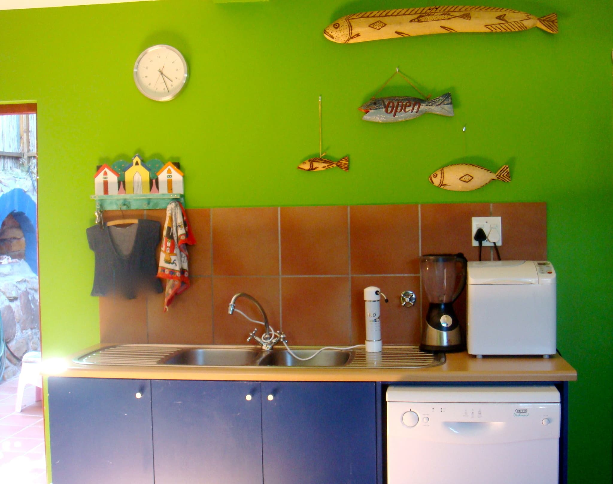 Blue, Green, and Sunny: A South African Family Kitchen: gallery image 3