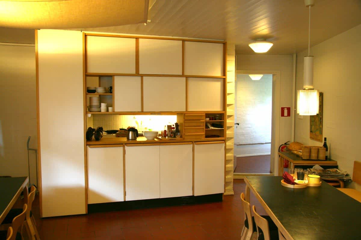 Alvar Aalto's Spare and Simple Studio Kitchen: gallery image 2