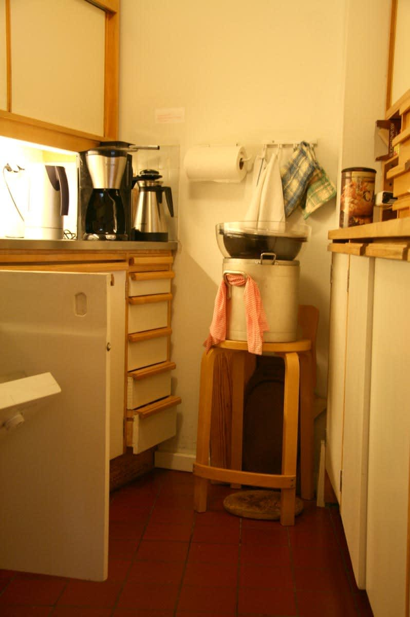 Alvar Aalto's Spare and Simple Studio Kitchen: gallery image 4