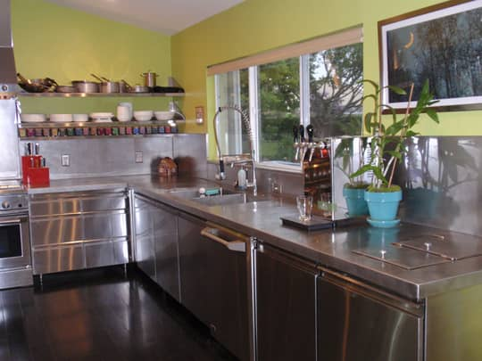 Bright & Lovely: 25 Kitchen Tours from 2009: gallery image 14