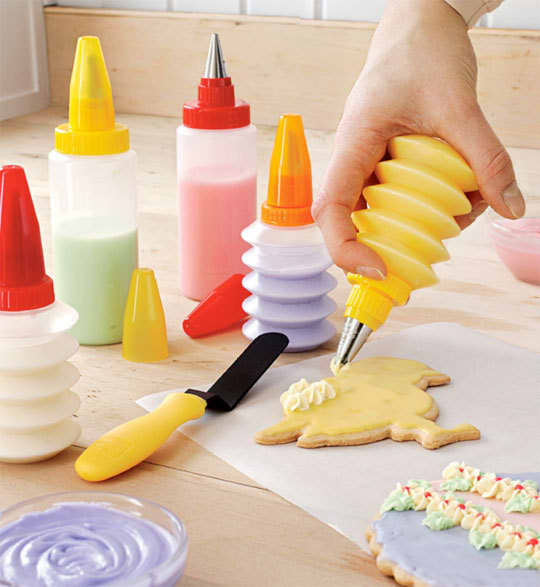 Holiday Fun: Best Tools for Mixing, Baking, and Decorating: gallery image 1