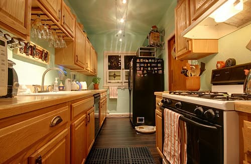 Bright & Lovely: 25 Kitchen Tours from 2009: gallery image 25