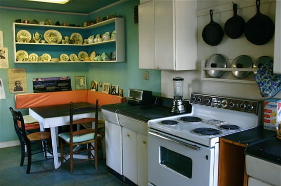Bright & Lovely: 25 Kitchen Tours from 2009: gallery image 13