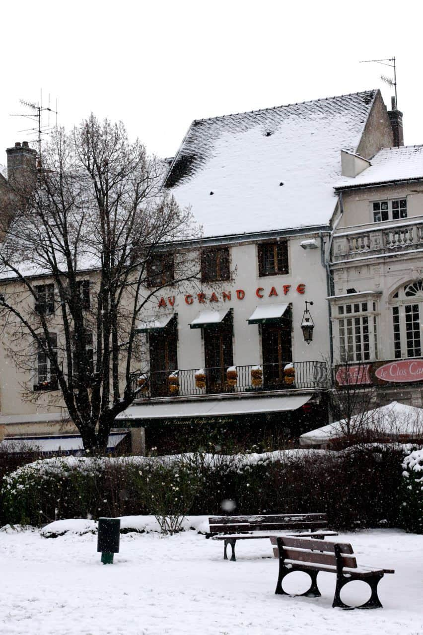 A Christmas in Burgundy: gallery image 1