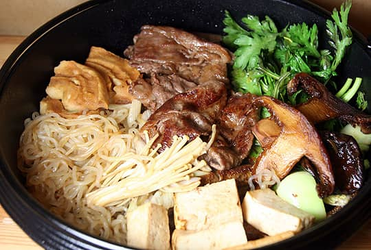 Cooking Japanese: Sukiyaki: gallery image 1