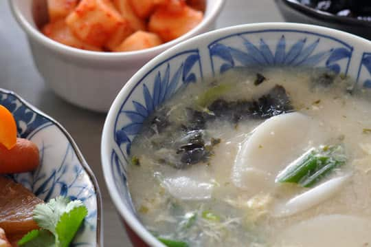 Recipe: Vegetarian Dduk Gook (Korean Rice Cake Soup): gallery image 1