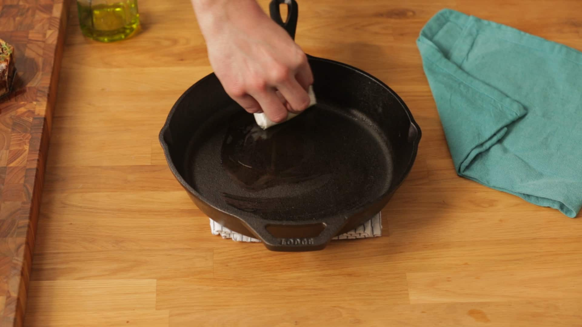 How To Clean a Cast Iron Skillet: gallery image 5