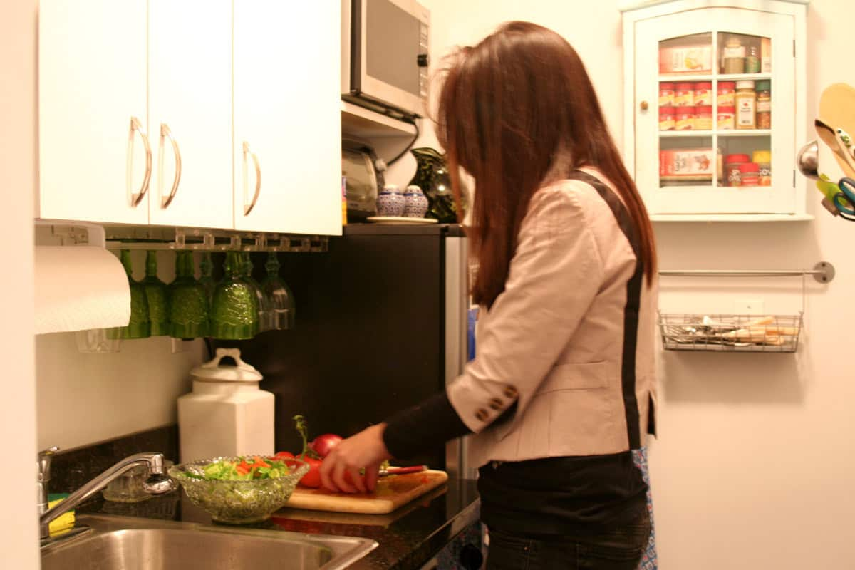 Kitchen Tour: Lauren's First Solo Kitchen: gallery image 11