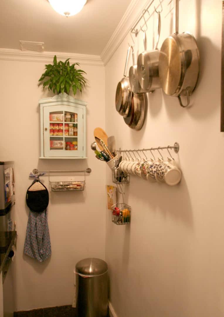 Kitchen Tour: Lauren's First Solo Kitchen: gallery image 4