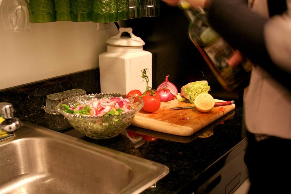 Kitchen Tour: Lauren's First Solo Kitchen: gallery image 17