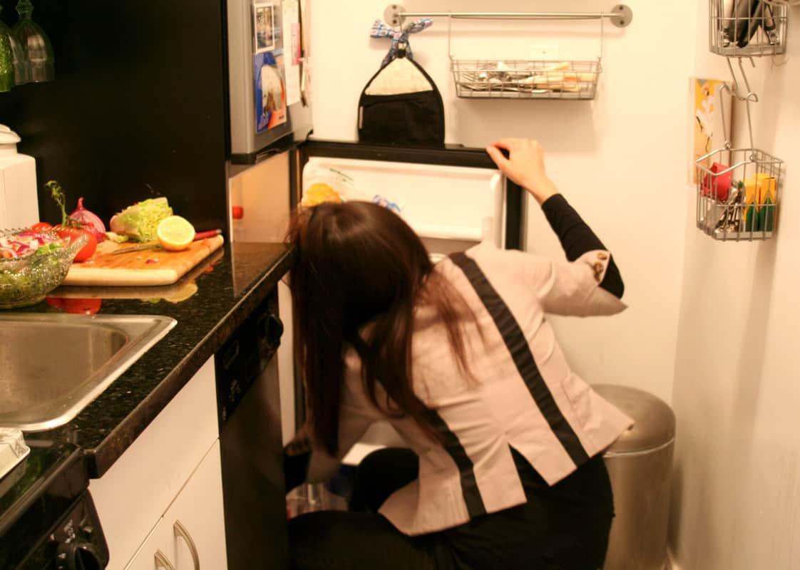 Kitchen Tour: Lauren's First Solo Kitchen: gallery image 15