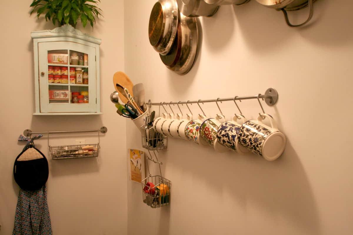 Kitchen Tour: Lauren's First Solo Kitchen: gallery image 1