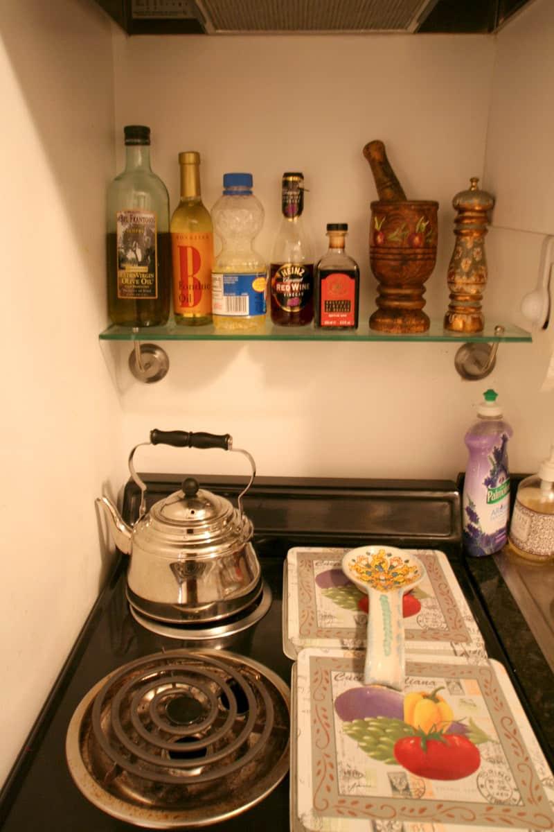 Kitchen Tour: Lauren's First Solo Kitchen: gallery image 9