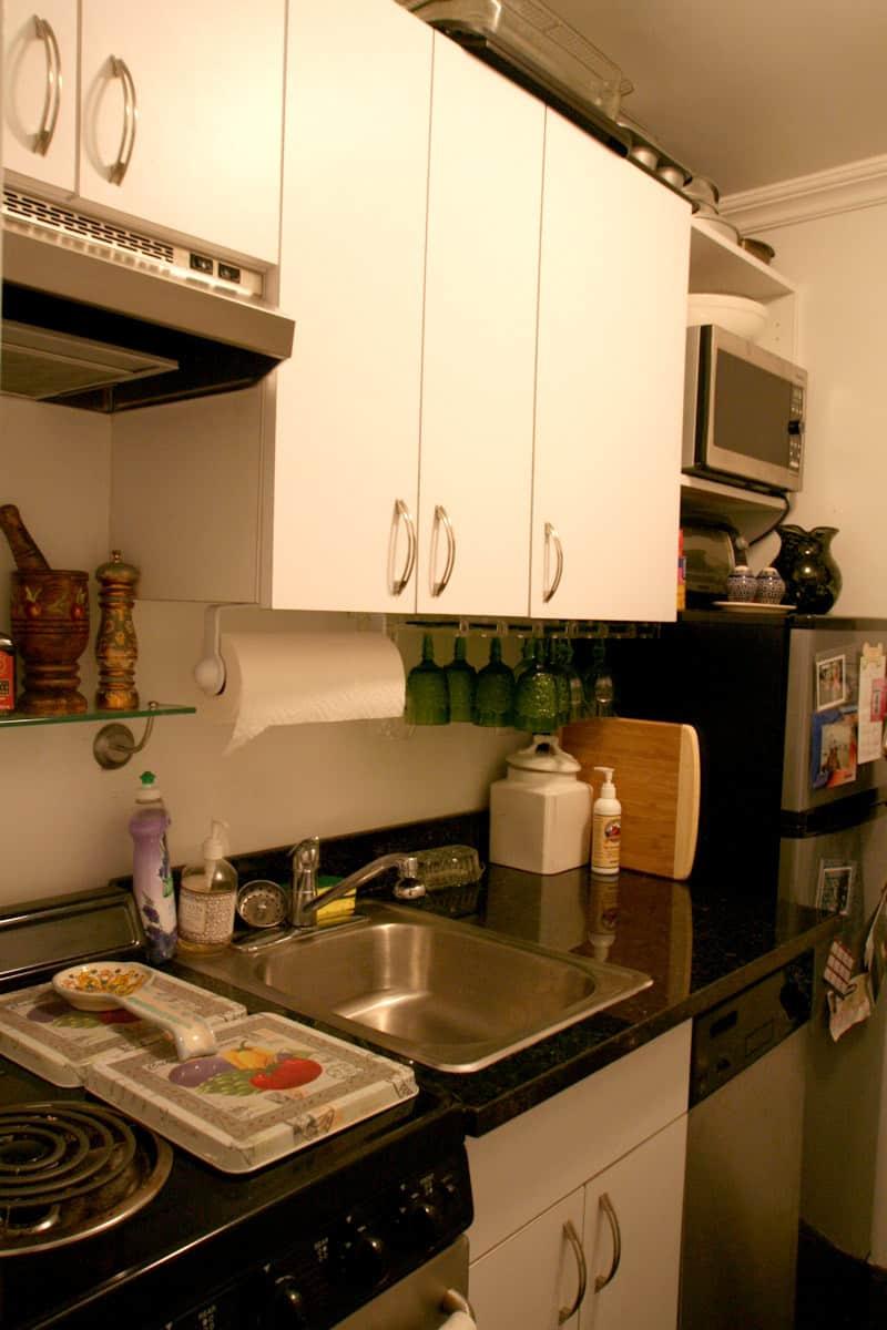 Kitchen Tour: Lauren's First Solo Kitchen: gallery image 2