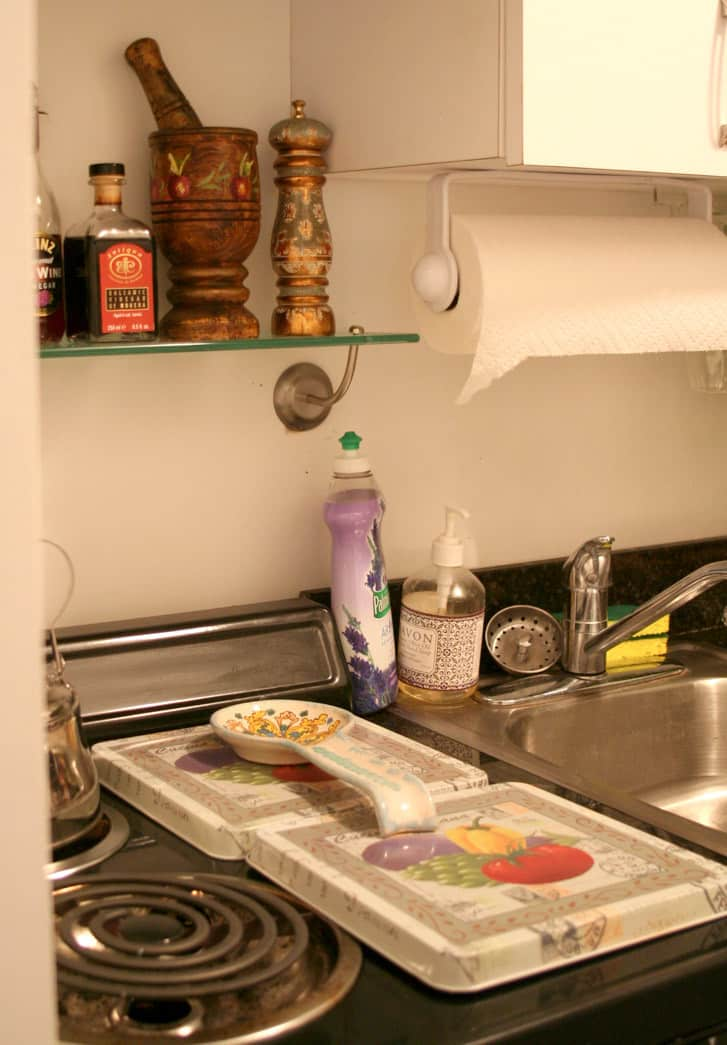 Kitchen Tour: Lauren's First Solo Kitchen: gallery image 8