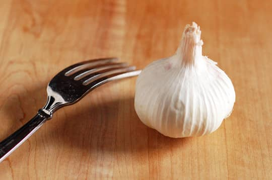 Quick and Easy Shortcut: Mince Garlic with a Fork: gallery image 1