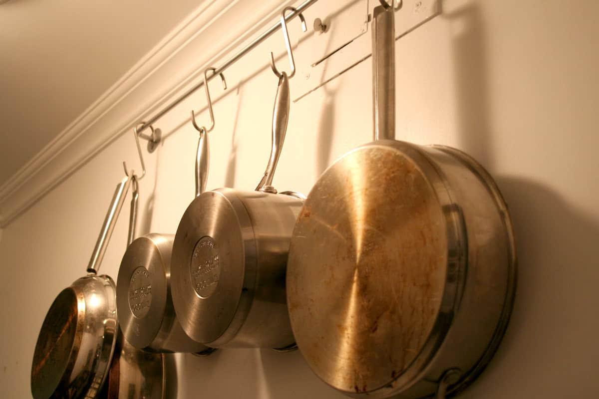 Kitchen Tour: Lauren's First Solo Kitchen: gallery image 6