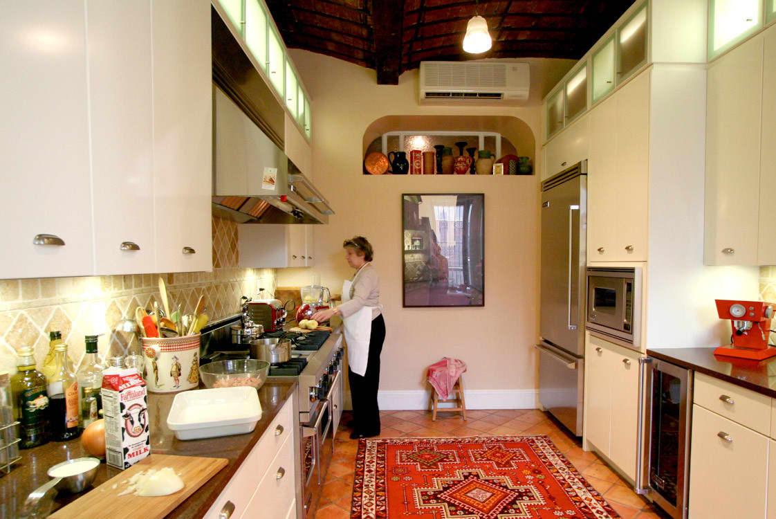 Kitchen Tour: Patricia's One-Stop Kitchen: gallery image 1