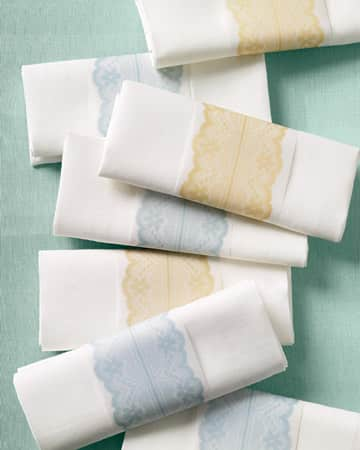Simply Elegant: Napkin Rings Made of Paper and Ribbon: gallery image 3