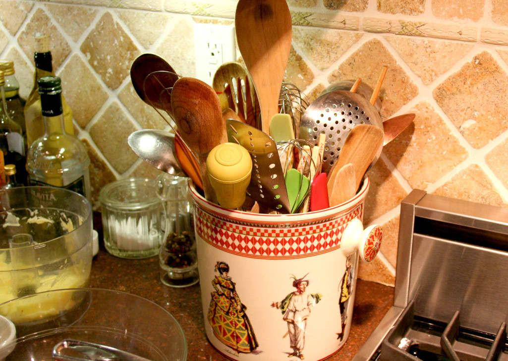 Kitchen Tour: Patricia's One-Stop Kitchen: gallery image 19