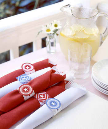 Simply Elegant: Napkin Rings Made of Paper and Ribbon: gallery image 4