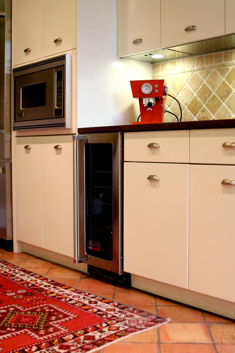 Kitchen Tour: Patricia's One-Stop Kitchen: gallery image 11