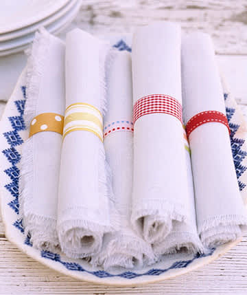 Simply Elegant: Napkin Rings Made of Paper and Ribbon: gallery image 2