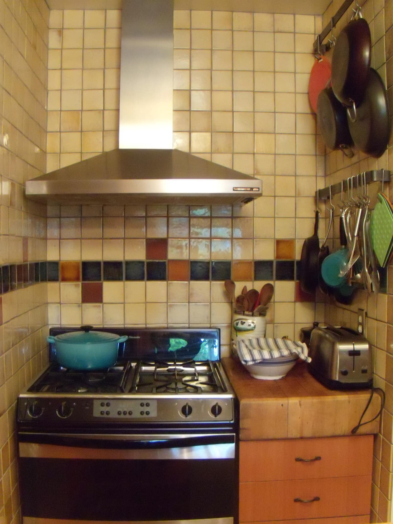 Tracy's Colorful Portland Bungalow Kitchen: gallery image 3