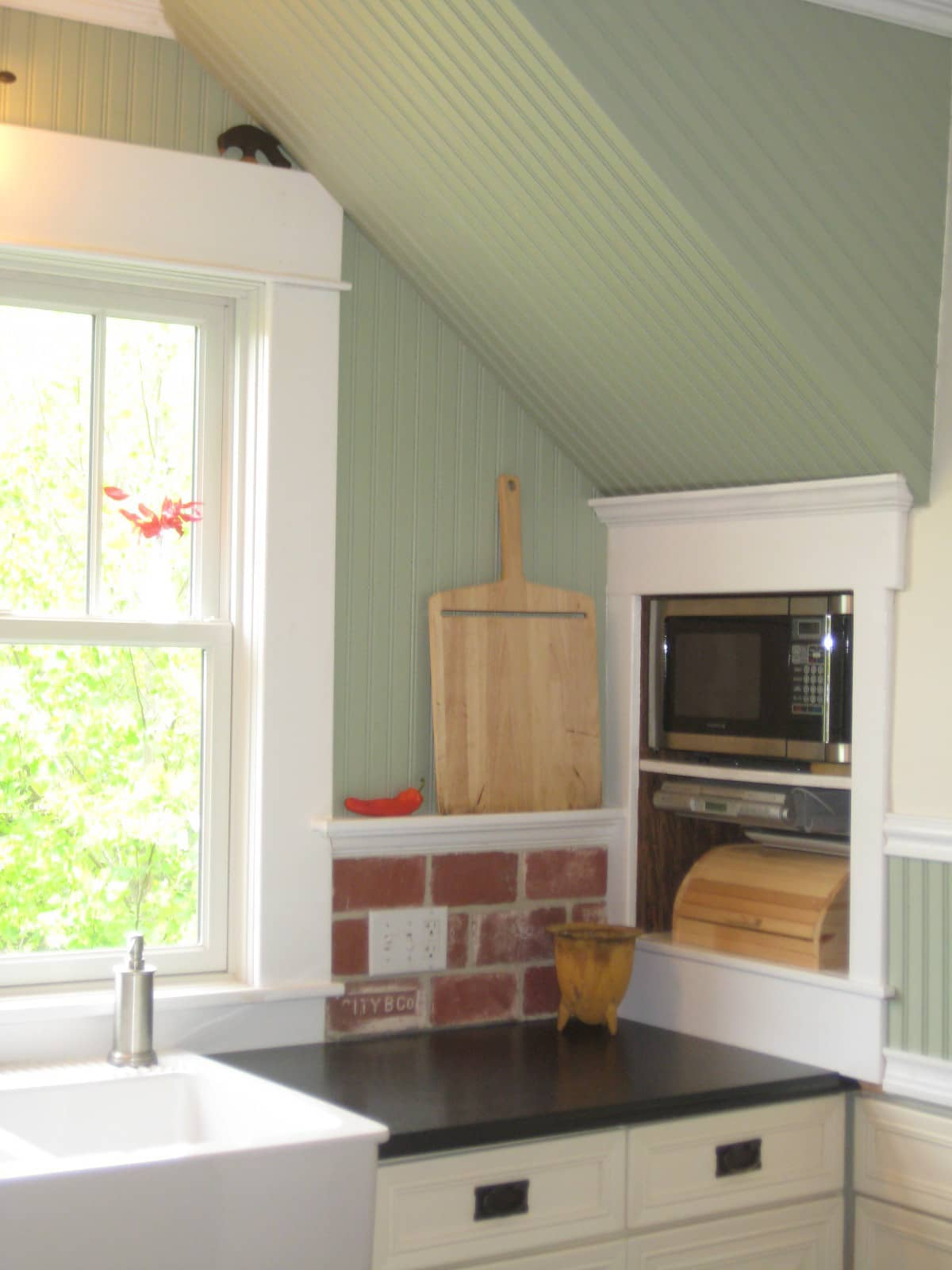 Joi's Cleverly Renovated Virginia Kitchen: gallery image 5