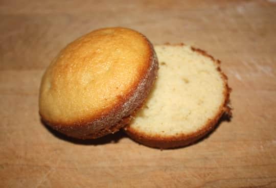 How To Make Lemon Cream Pie Cupcakes: gallery image 4