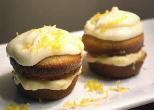 How To Make Lemon Cream Pie Cupcakes: gallery image 1