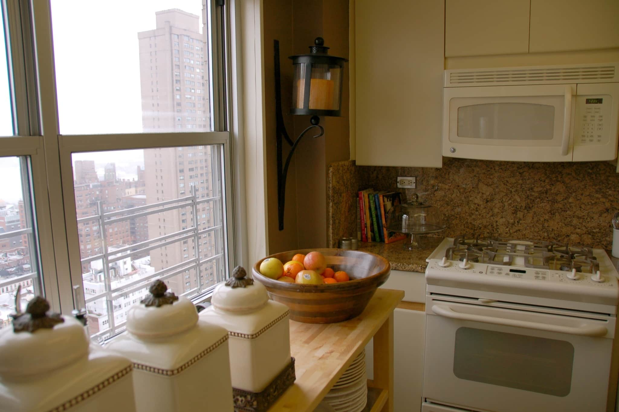 Michelle's Cooking-for-Six New York Kitchen: gallery image 2