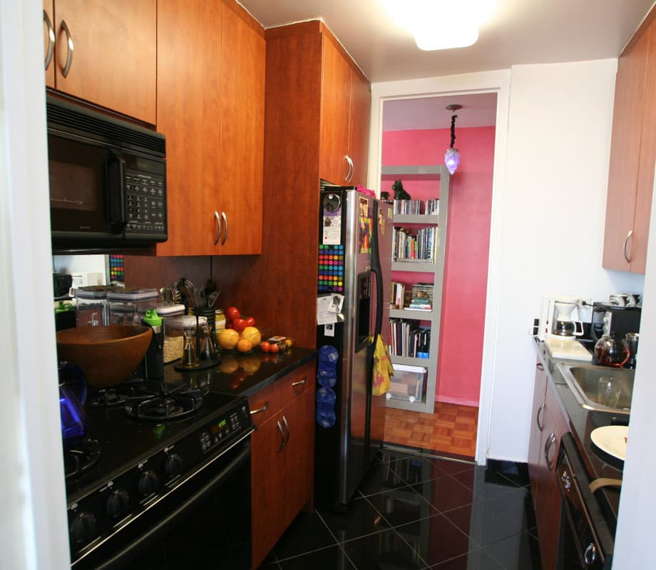 Kitchen Tour: Gillian's Stealthy but Colorful Kitchen: gallery image 1