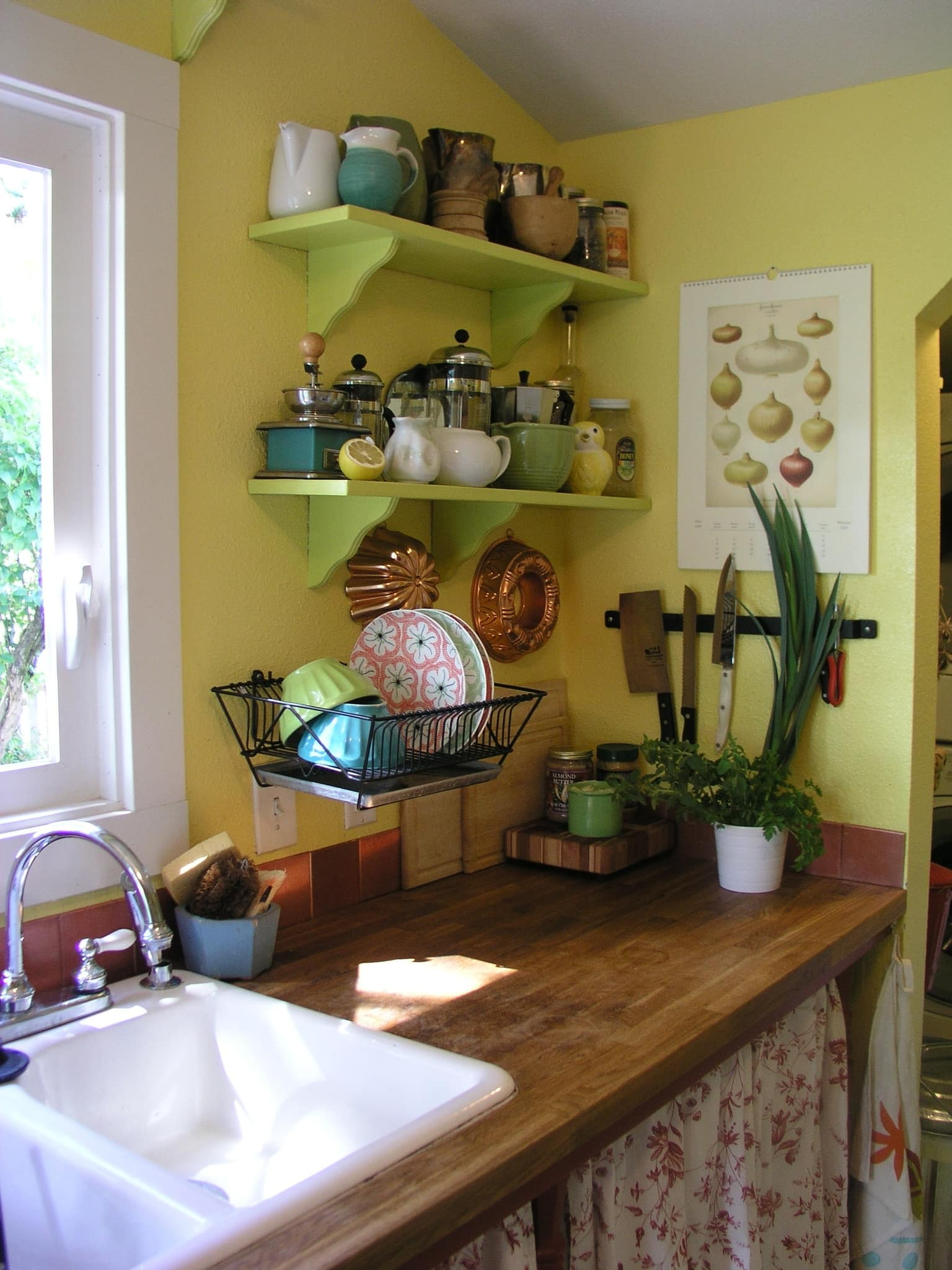 Ariana's Cheerful, Colorful Portland Kitchen: gallery image 3