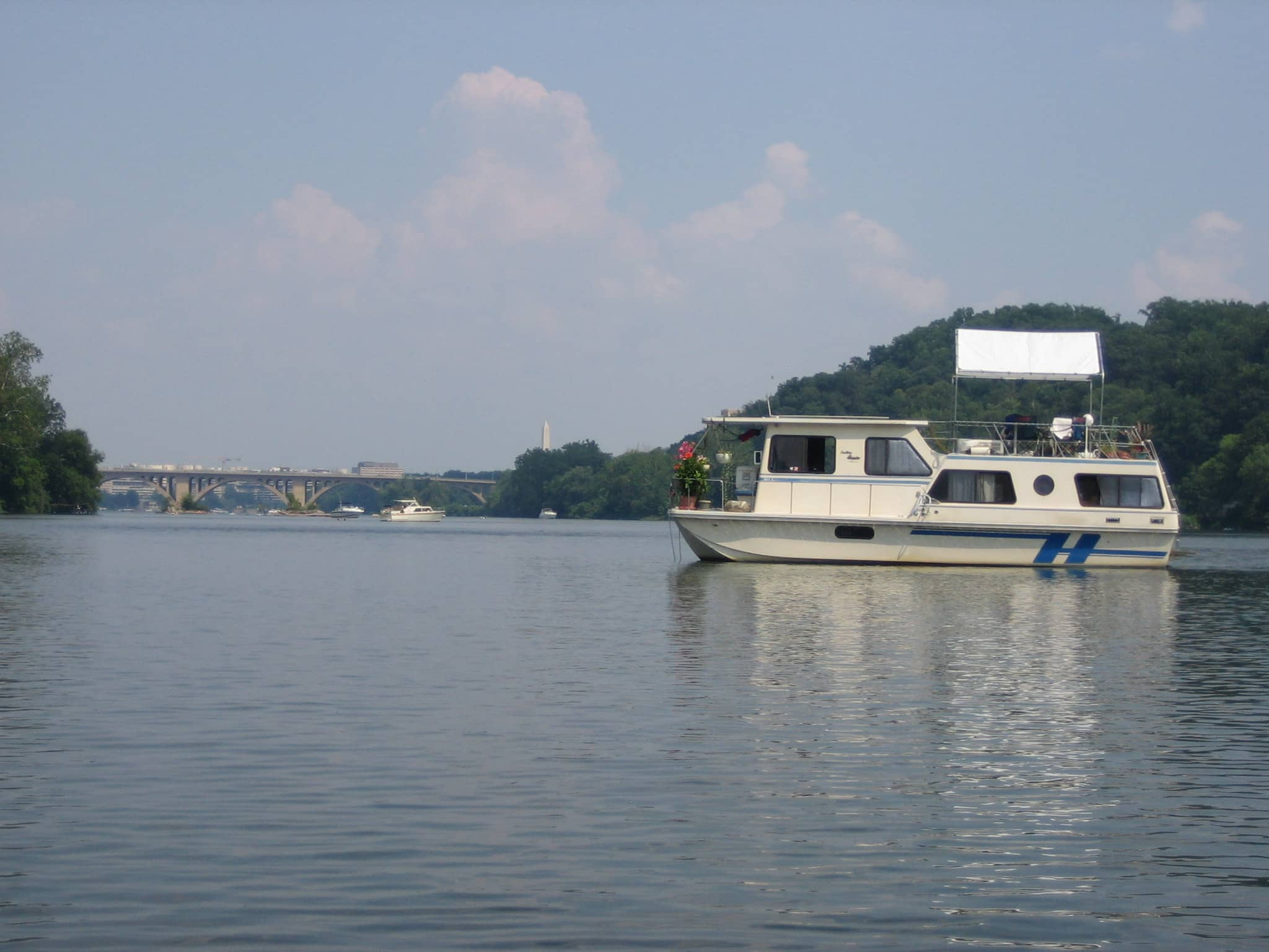 Travis and Jess' Potomac Houseboat Kitchen: gallery image 3