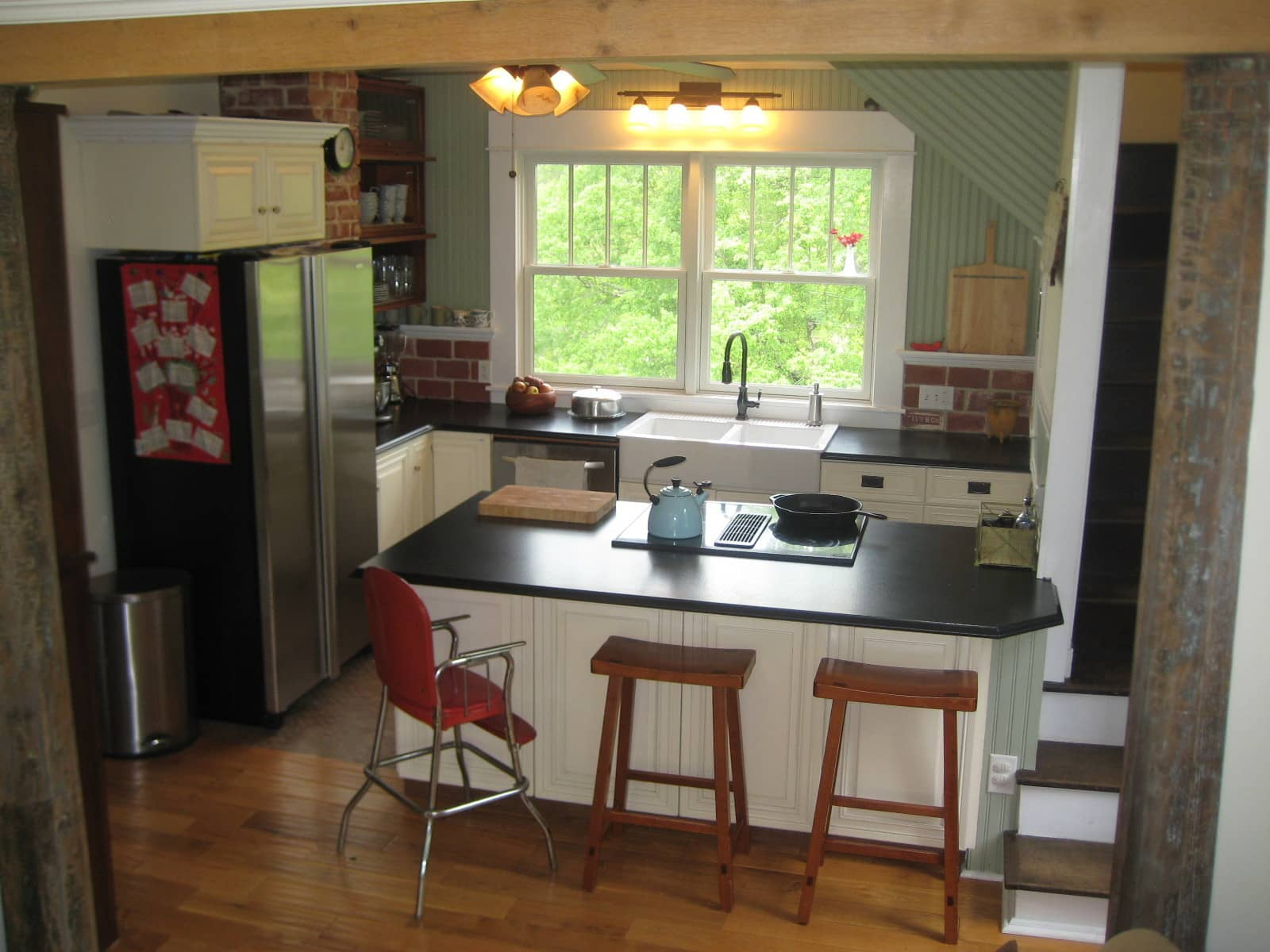Joi's Cleverly Renovated Virginia Kitchen: gallery image 1
