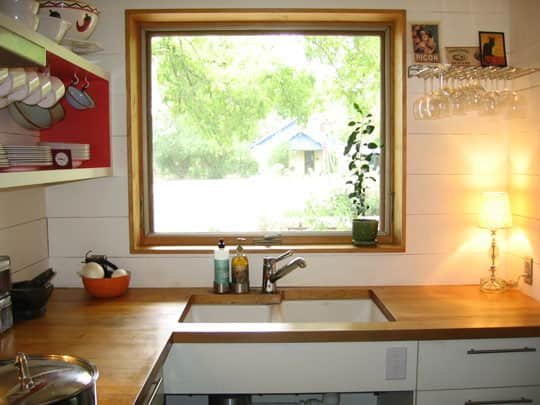 Cindy's Tiny Yet Complete Austin Kitchen: gallery image 4