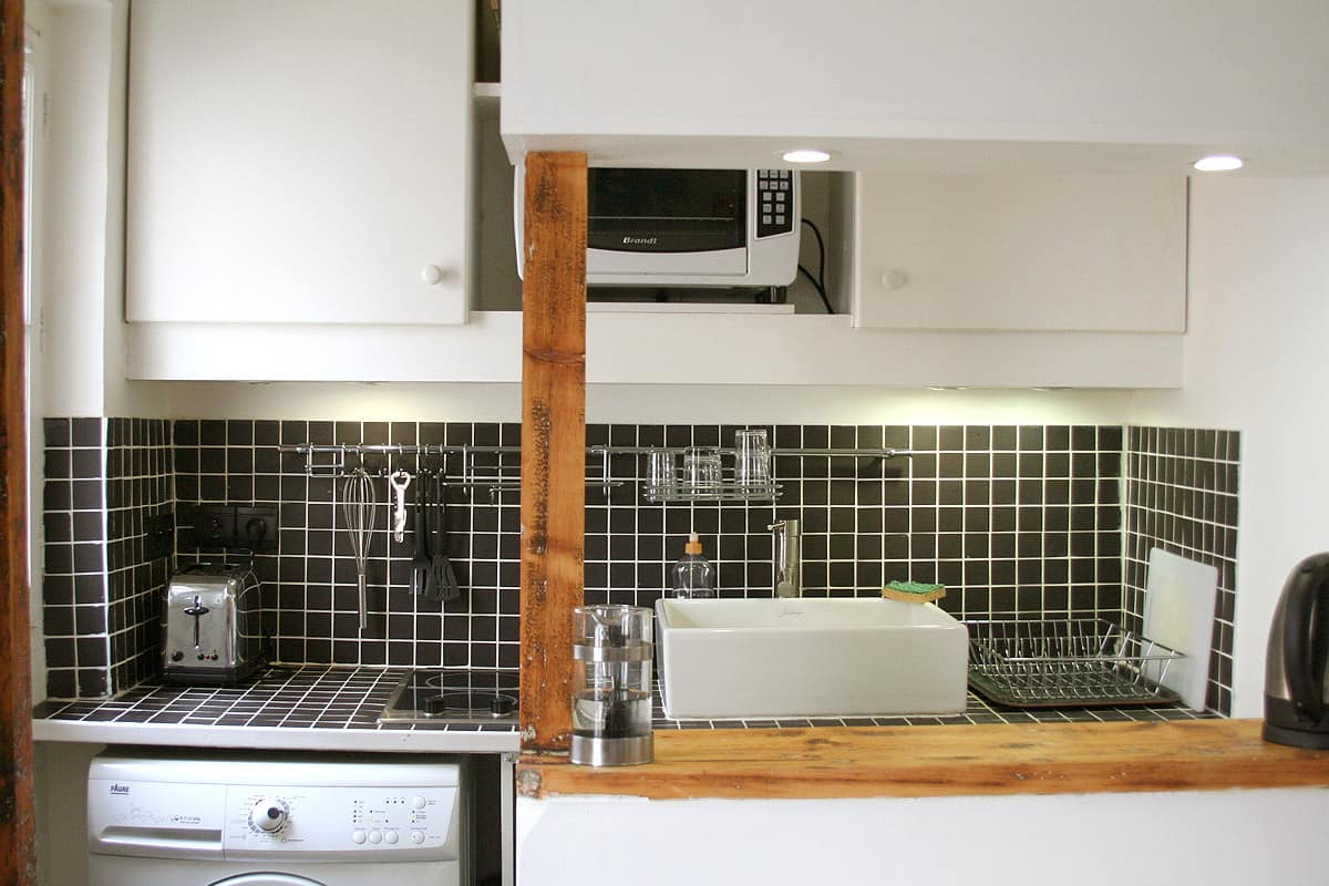 Kitchen Tour: Stephane's Small Parisian Wonder: gallery image 1