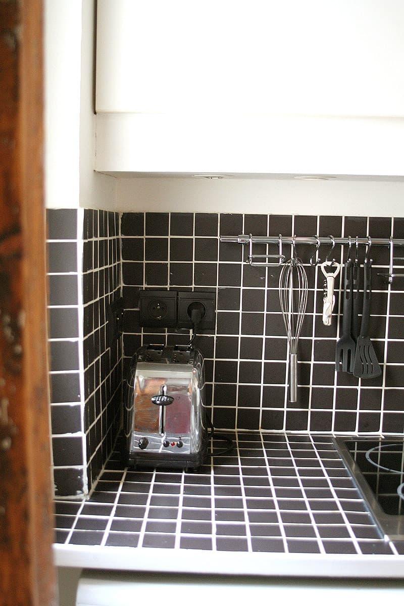 Kitchen Tour: Stephane's Small Parisian Wonder: gallery image 3