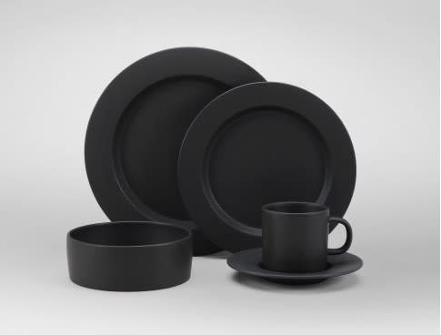 Tabletop Trends: Is Black the New White?: gallery image 3