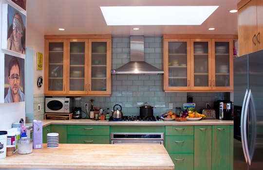 Kitchen Tour: Cissy and Richard's Relaxed Green Kitchen: gallery image 4