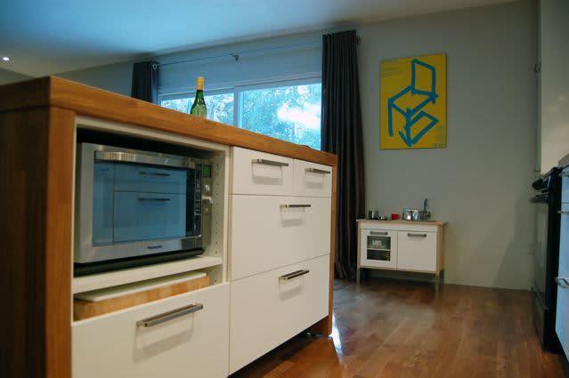 Kitchen Tour: Cynthia's Fixed-Up Kitchen in Toronto: gallery image 3
